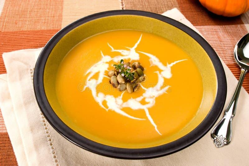 De soep van de pompoen stock afbeeldingen