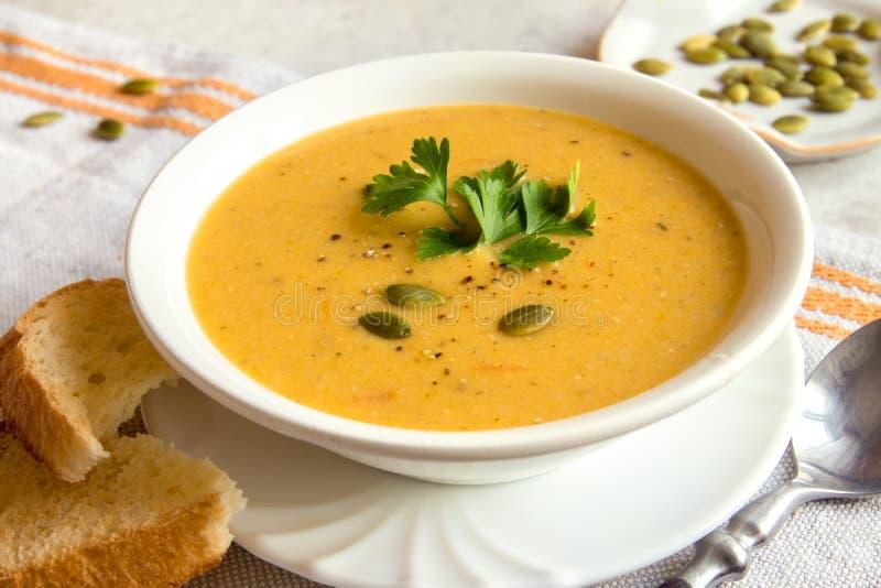 De soep van de pompoenroom stock foto
