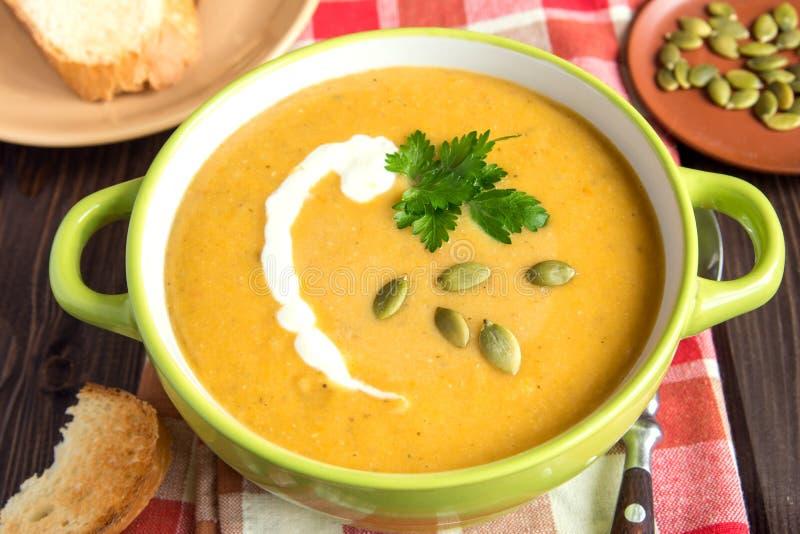 De soep van de pompoenroom stock afbeelding