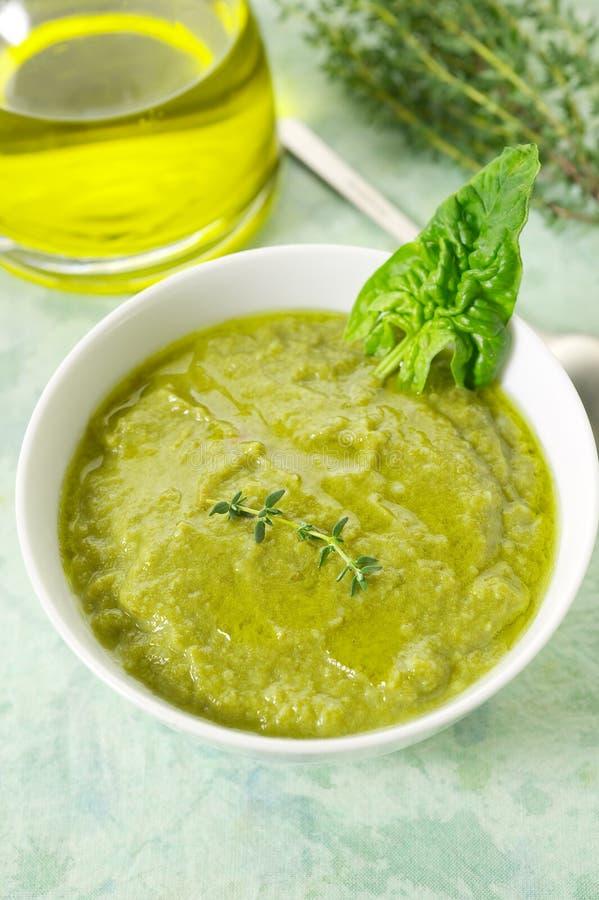 De soep van de spinazie stock foto