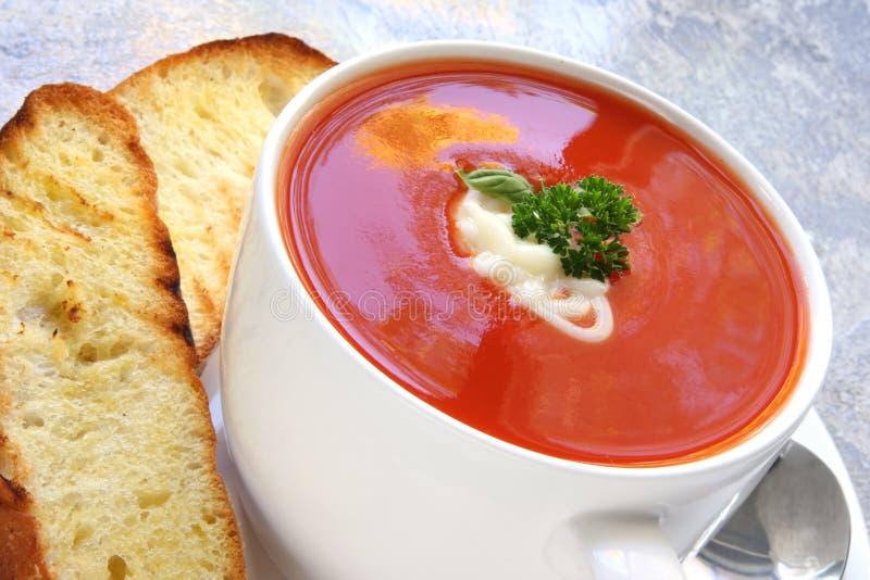 De Soep van de tomaat met Geroosterd Turks Brood royalty-vrije stock afbeeldingen
