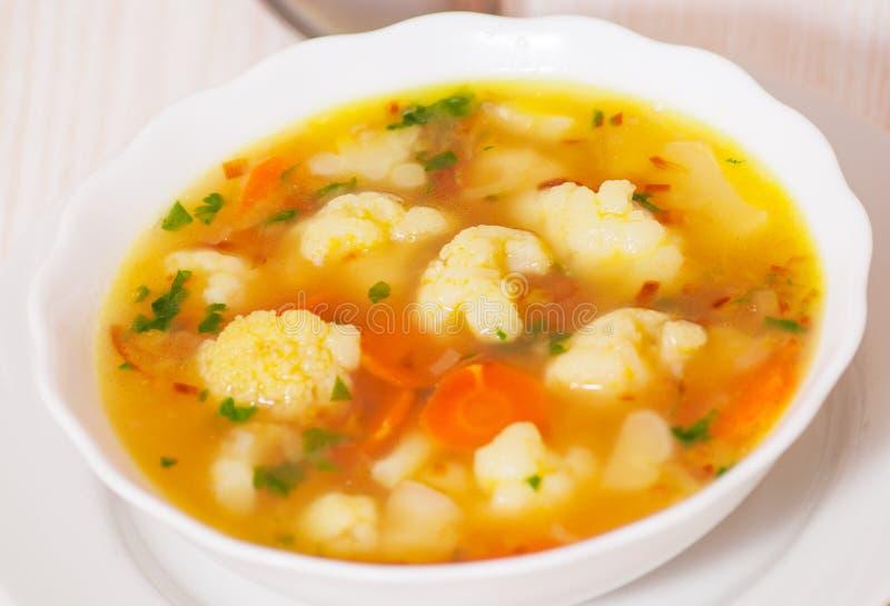 De soep van de verse groentebloemkool royalty-vrije stock afbeelding