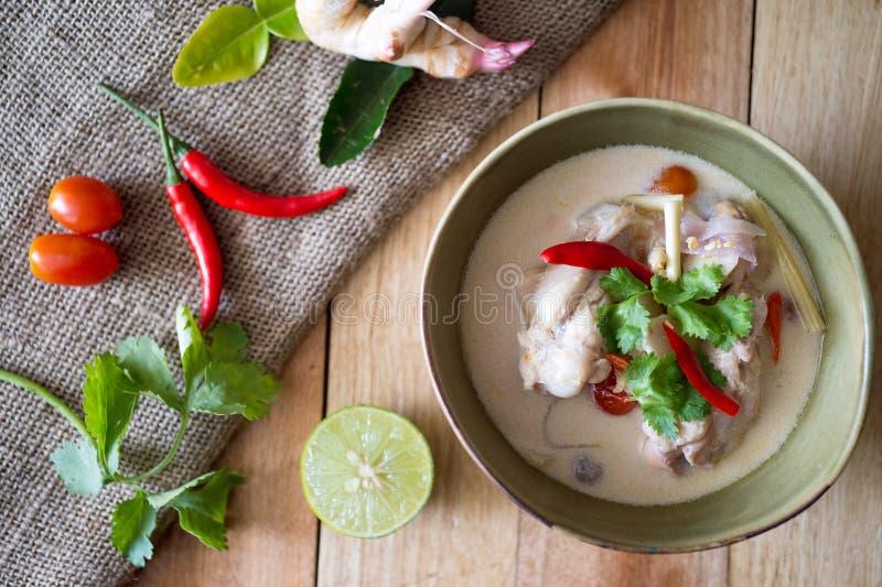 De Soep van de kippenkokosnoot stock fotografie