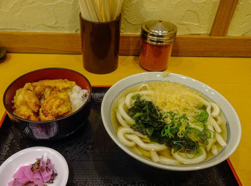 De soep van de Udonnoedel voor lunch stock foto's