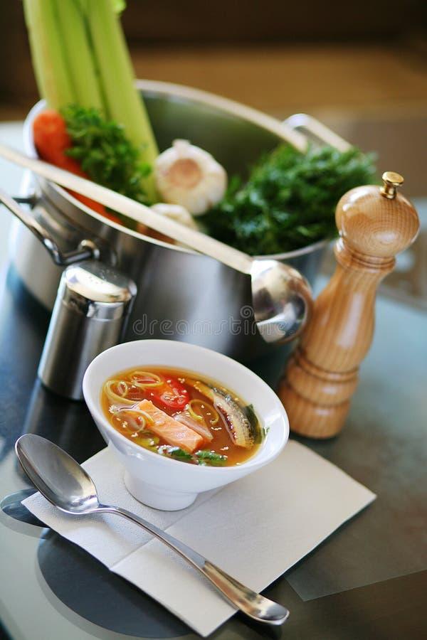 De soep van vissen op keuken royalty-vrije stock foto