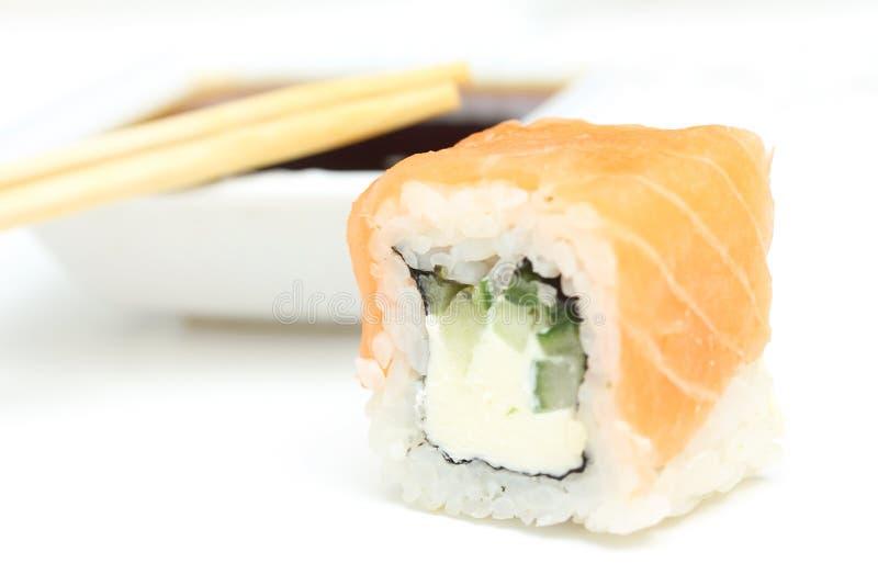 De sojasaus van het broodjesPhiladelphia ANS van sushi royalty-vrije stock afbeelding