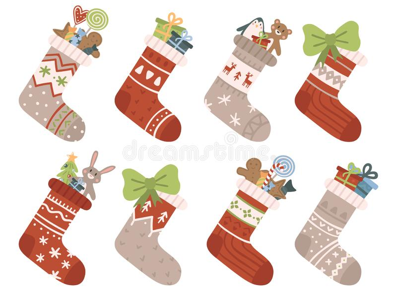 De sokken van Kerstmis Kerstmiskous of sok met sneeuwvlokken, sneeuwman en Kerstman Herten en Santas-helperself op kousen stock illustratie