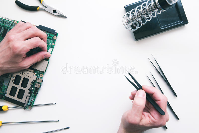 De solderende vlakte van computercomponenten lag royalty-vrije stock afbeeldingen