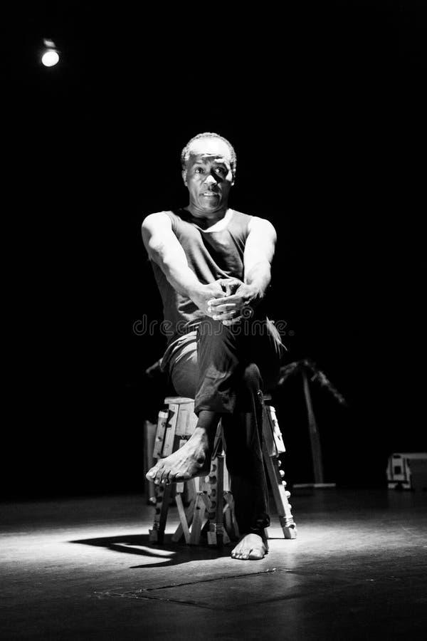 """` De solo de Kode di Dona do ` do desempenho do teatro de dança Cabo Verde """"Raiz Di Polon"""" Rebecca 36 imagens de stock royalty free"""