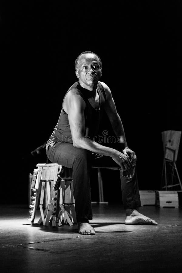 """` De solo de Kode di Dona do ` do desempenho do teatro de dança Cabo Verde """"Raiz Di Polon"""" Rebecca 36 fotografia de stock"""