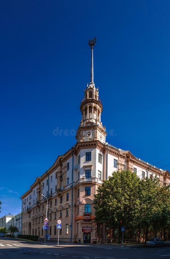 De sovjet-gebouwde bouw in Minsk, Wit-Rusland stock afbeeldingen