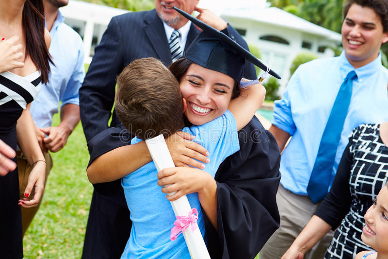 De Spaanse Graduatie van Studentenand family celebrating royalty-vrije stock foto