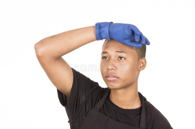 De Spaanse jonge mens die het blauwe schoonmaken dragen gloves het onder ogen zien van camera met juist opgeheven wapen royalty-vrije stock afbeeldingen