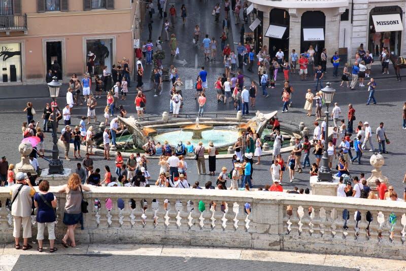 Mening van de Spaanse Stappen bij vroege barokke fontein, Rome stock foto