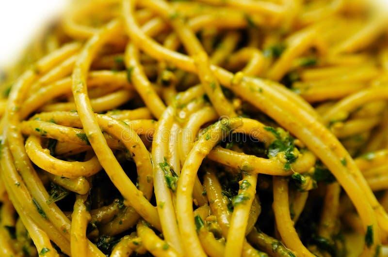 De Spaghetti van Pesto stock foto