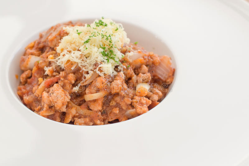 De spaghetti van tomatendeegwaren met verse tomaten royalty-vrije stock foto's