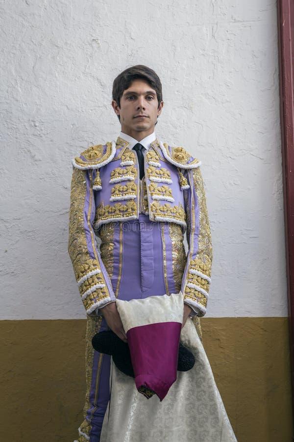 De spanska tjurfäktareSebastian Castella totalt fokuserade momenna arkivfoton