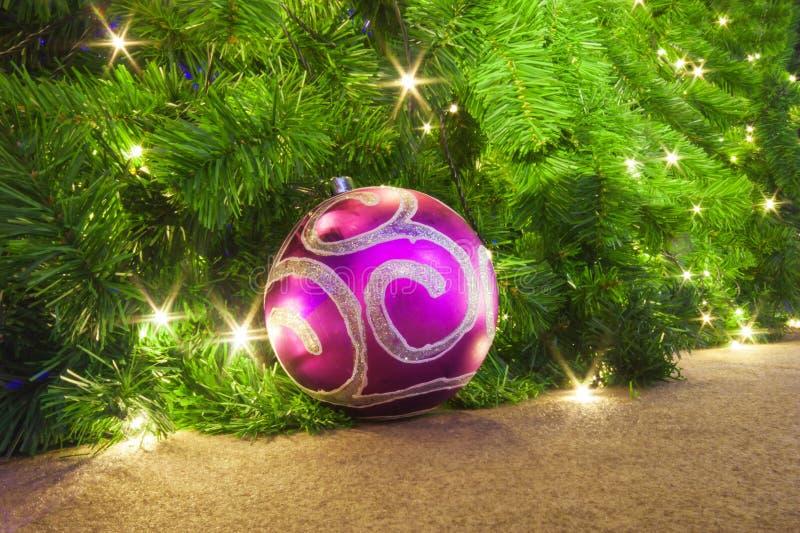 De spar van Kerstmis met decoratie royalty-vrije stock foto