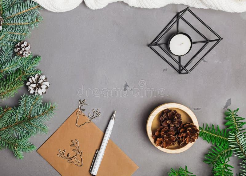 De spartakken, de denneappels en andere Kerstmis assosiated voorwerpen royalty-vrije stock foto's