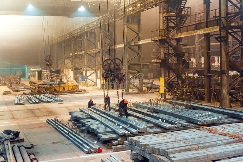 De spatie van het pakhuismetaal Galvaniserende installatie voor het metaal stock foto