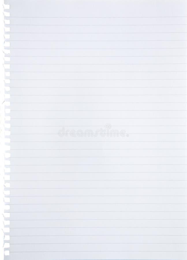 De spatie voerde Witboekblad uit van notitieboekjeachtergrond wordt gescheurd met blauwe lijnen, marge en gaten met geïsoleerde d royalty-vrije stock fotografie