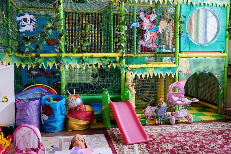 De speelkamer van lege kinderen stock afbeeldingen