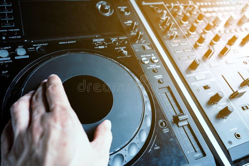 De speelmuziek van DJ stock fotografie