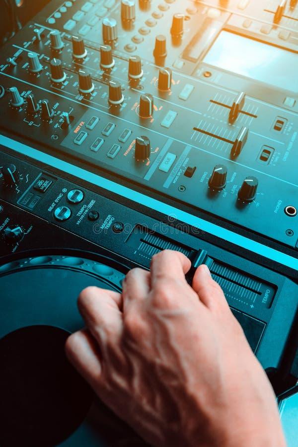 De speelmuziek van DJ stock afbeelding