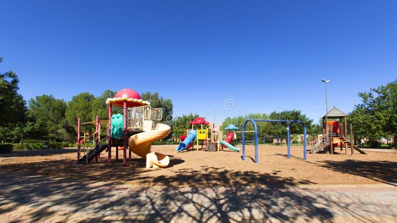 De speelplaats van het kinderenjonge geitje; De rest van de kinderen` s speelplaats in het park royalty-vrije stock foto