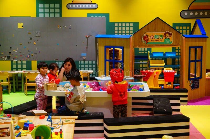 De Speelplaats van kinderen, in Shenzhen, China stock foto