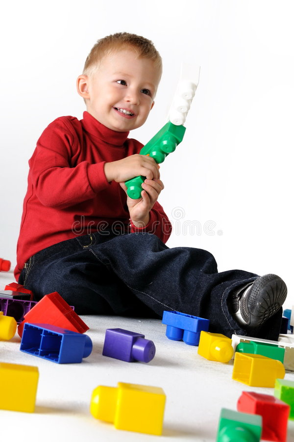 De spelen Lego van jongens royalty-vrije stock foto
