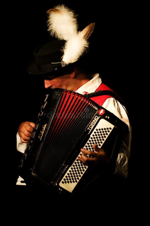 De spelen van de accordeonist stock foto