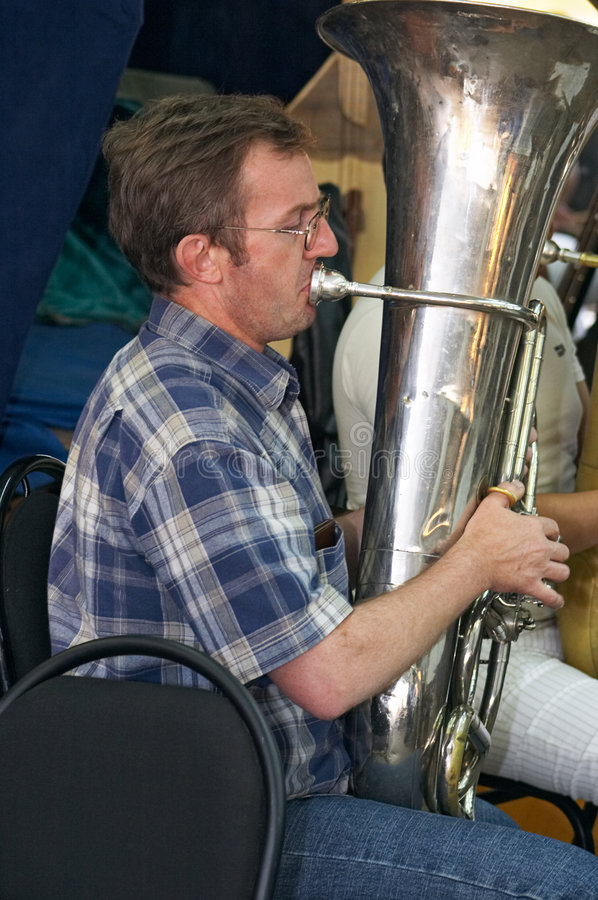 De speler van de tuba stock foto