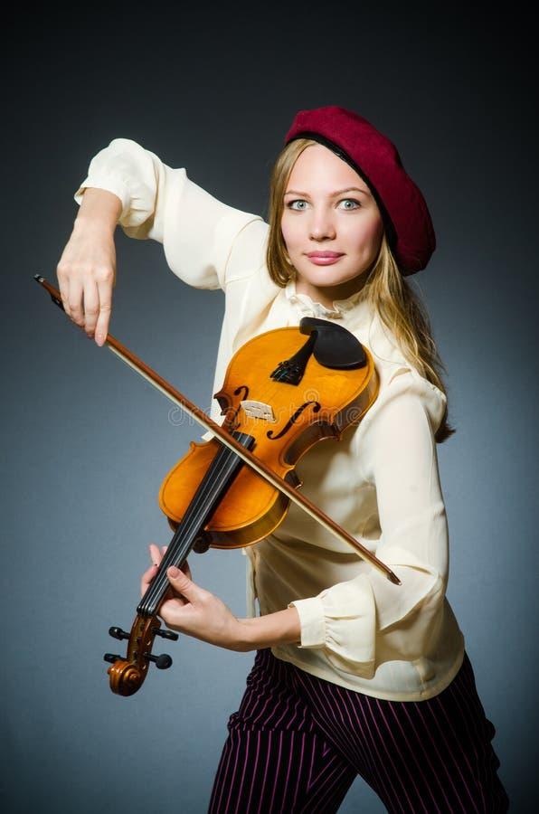 De speler van de vrouwenviool in muzikaal concept stock afbeeldingen