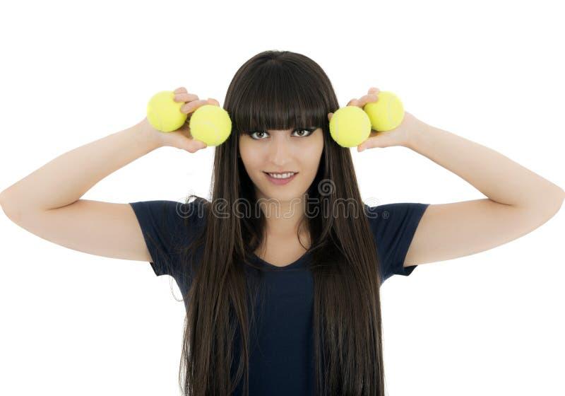De speler van het vrouwentennis een racket en ballen houden die, die op een wh wordt geïsoleerd royalty-vrije stock fotografie
