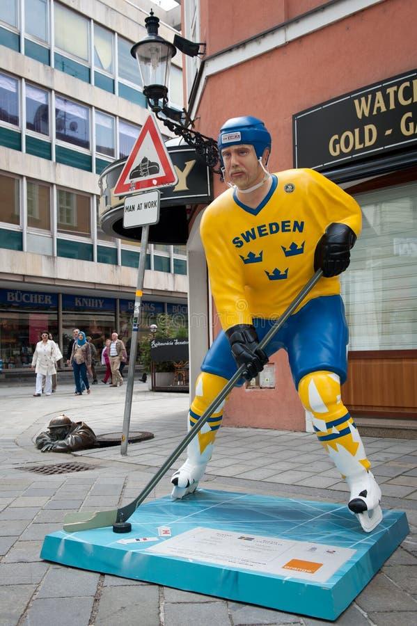 De spelers van het hockey in de straten van Bratislava royalty-vrije stock foto's