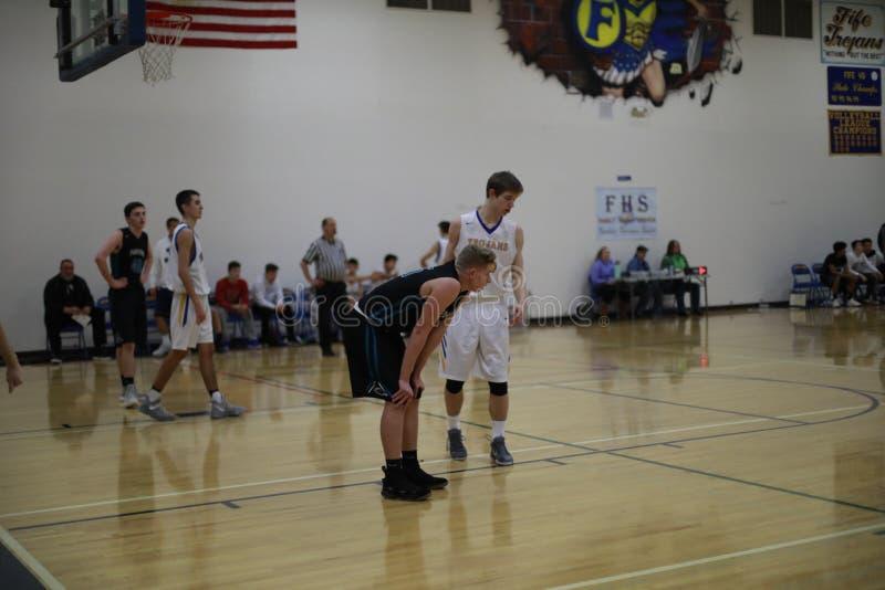 De Spelers van het middelbare schoolbasketbal royalty-vrije stock foto