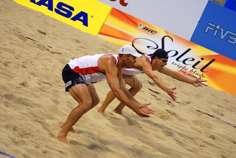 de spelers van het strandvolleyball royalty-vrije stock foto's