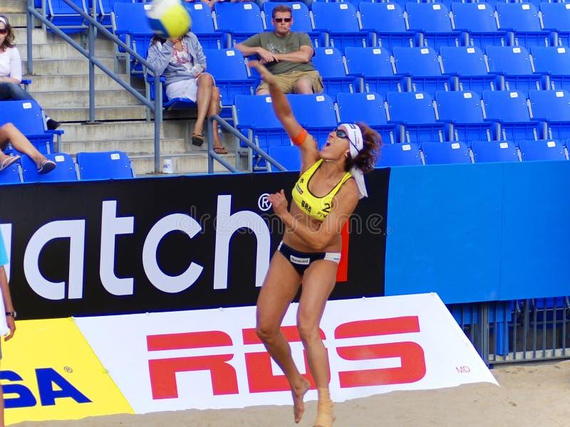 de spelers van het strandvolleyball stock afbeelding