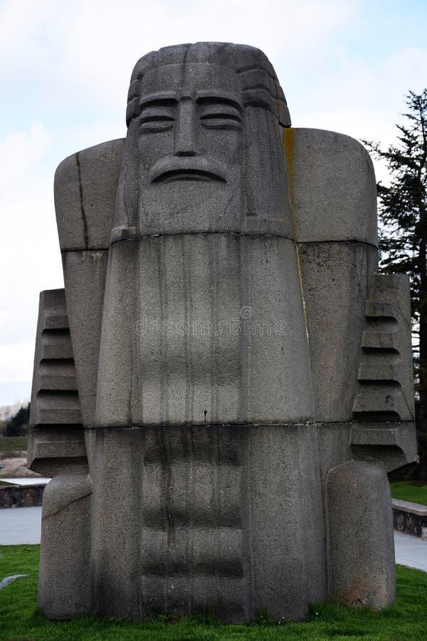 De Spelerstandbeeld van granietkankles, Kaunas Litouwen stock fotografie