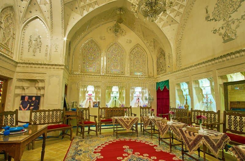 De spiegelzaal van het Historische Huis van Mahinestan Raheb, Kashan, Iran stock afbeeldingen