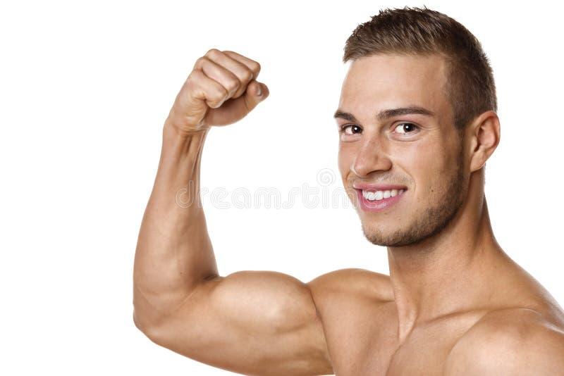 De spier van bicepsen van de jonge mens stock afbeeldingen