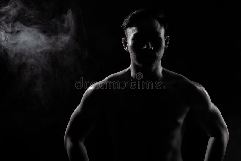 De spiergeschiktheidsmens oefent gezonde levensstijl uit stock foto