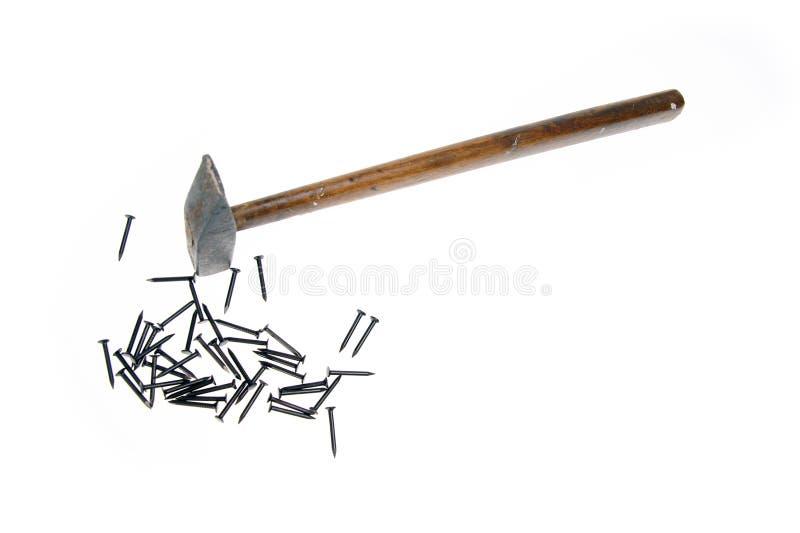 De spijkers van de hamer op witte achtergrond stock foto's