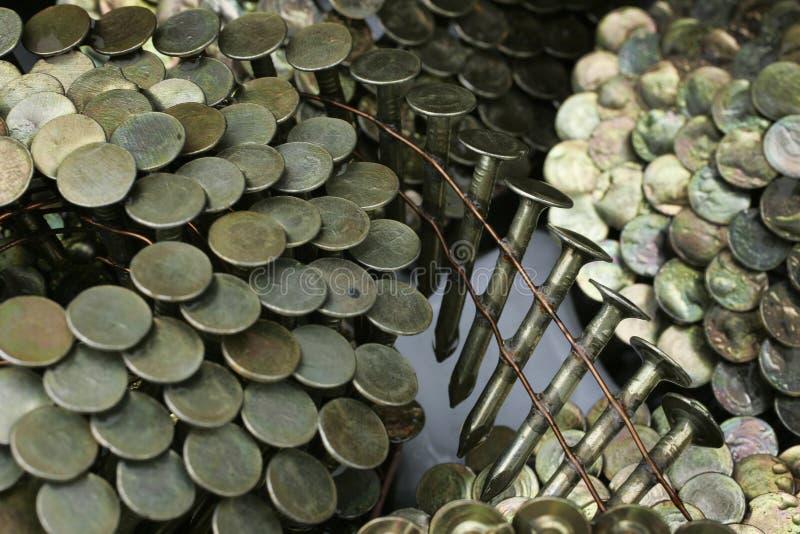 Download De Spijkers Van Het Dakwerk Stock Foto - Afbeelding bestaande uit hardware, building: 292158