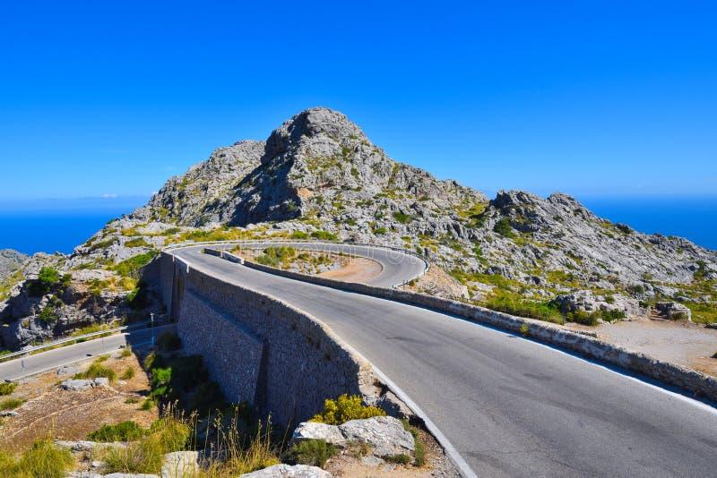 De Spiraalvormige brug op de bergweg aan Sa Calobra stock foto
