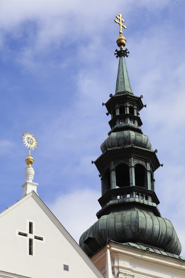 De spits en het kruis van de kathedraal van Wachau, Krems, Lager Oostenrijk royalty-vrije stock foto