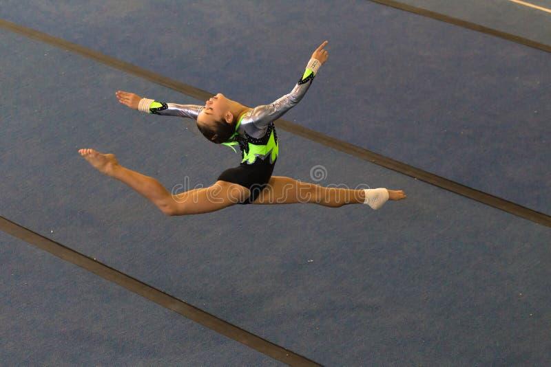De Spleten van de de Vloerlucht van het gymnastiekmeisje royalty-vrije stock afbeelding