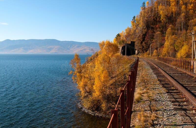De spoorweg circum-Baikal stock afbeelding
