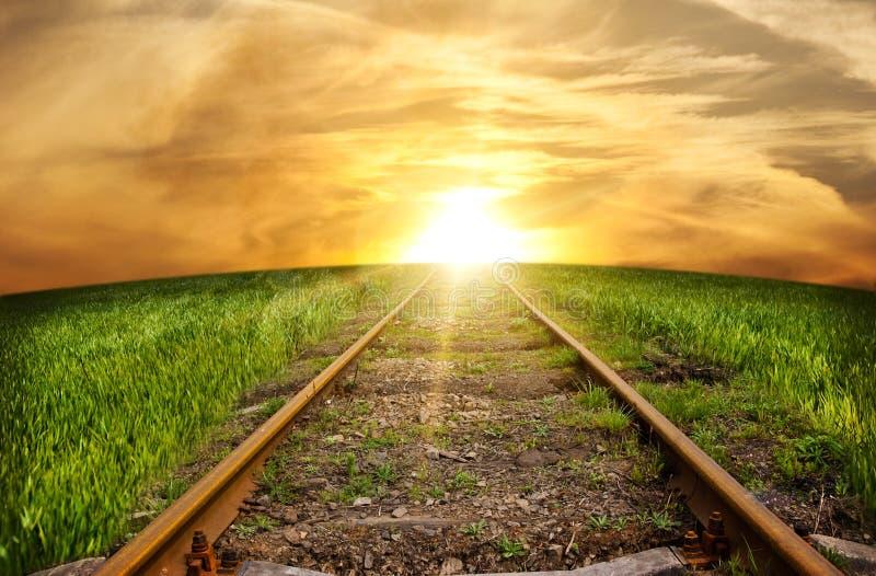 De spoorweg die veraflegen weggaat royalty-vrije stock foto's